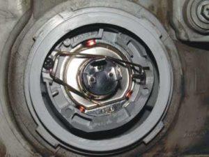 Регулировка света в японских фарах - чтобы не слепить встречных водителей
